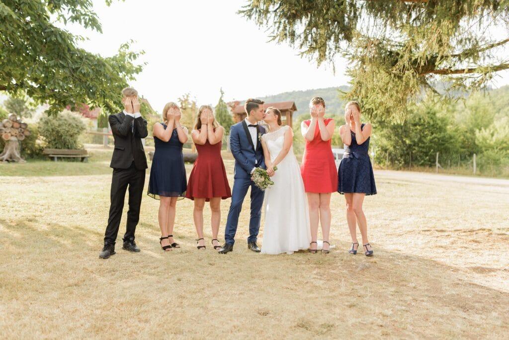 Photographe de mariage alsace - mariage Thannenkirch - photo de groupe originale pour mariage